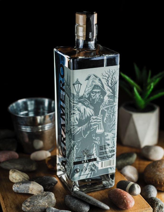 agramero-gin-dark-portrait